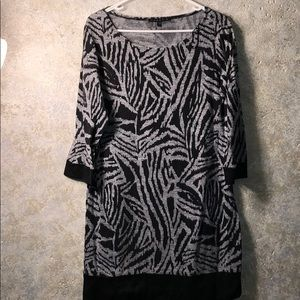 Tiana size 10 light knit tunic dress in black/gray